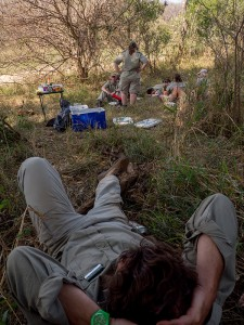 Ben ligt te relaxen na de lunch...
