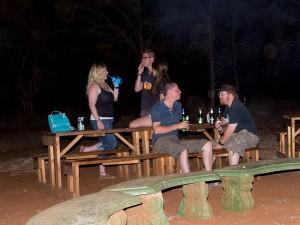... het bleef nog lang gezellig. V.l.n.r.: Hayley, Andy, Macon, James en Ash
