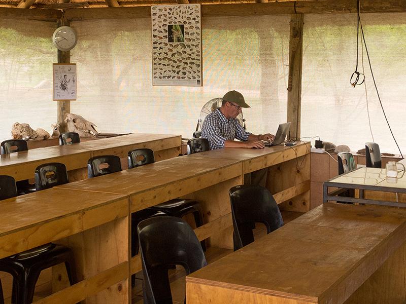 Op mijn vaste plek in het klaslokaal om mijn blog bij te werken