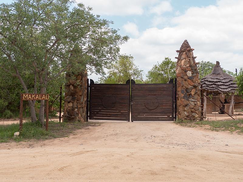 De poort van Makalali, op de weg terug naar de campus