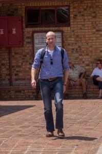 Hans komt aan bij Eastgate Airport