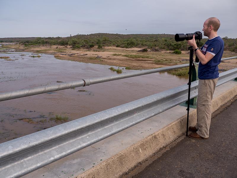 Hans op de brug over de Olifantsrivier